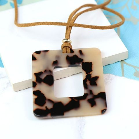 NATURAL MIX ACRYLIC OPEN SQ NECKLACE